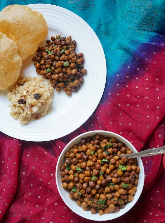 Kala Chana in Instant Pot. Black Chickpeas in Pressure Cooker